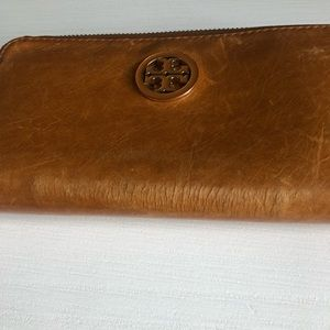 Tory Burch Bags - Tory Burch Tan Leather Zippered Wallet